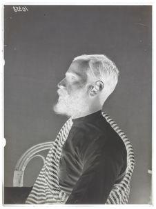 Hindous [Portrait de profil, en buste, d'un homme]