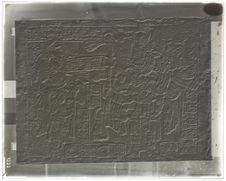 Lorillard City. Linteau de porte, bas-relief à deux  croix