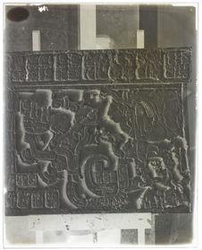 Lorillard City. Linteau de porte et inscription