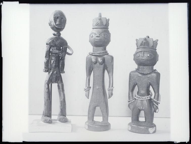 Statues en bois féminines