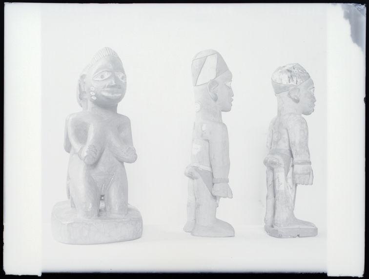 Sans titre [trois sculptures anthropomorphes]