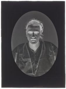 Egyptiens [Portrait d'un homme de face]