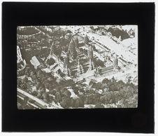 Sans titre [vue aérienne d'un pavillon de l'Asie du sud-est]