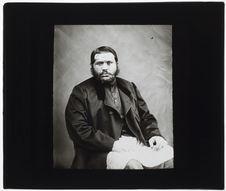 Kursetji Djehandjerdji [portrait de face]