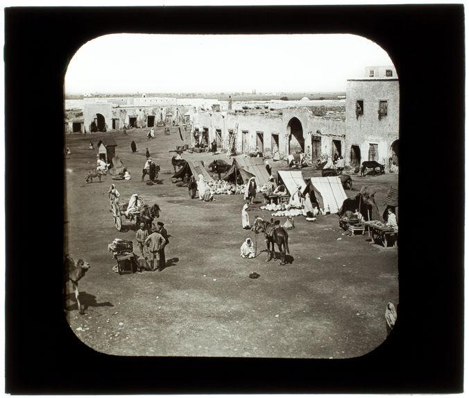 Kairouan. Place de Tunis