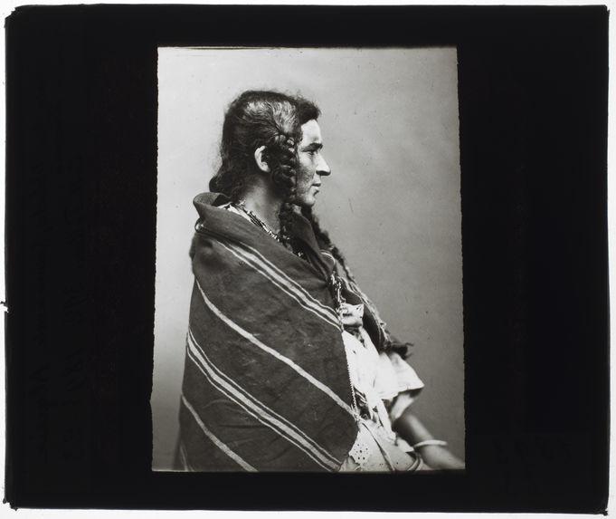 Echahala ben Ehbala, femme arabe [Portrait de profil]