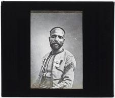 Kabyle [Portrait d'un homme, de face]