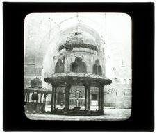 Le Caire. Mosquée du sultan Hassan. La fontaine