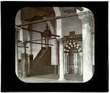 Le Caire. Mosquée d'Amrou. Colonne de Mohammed. Autel