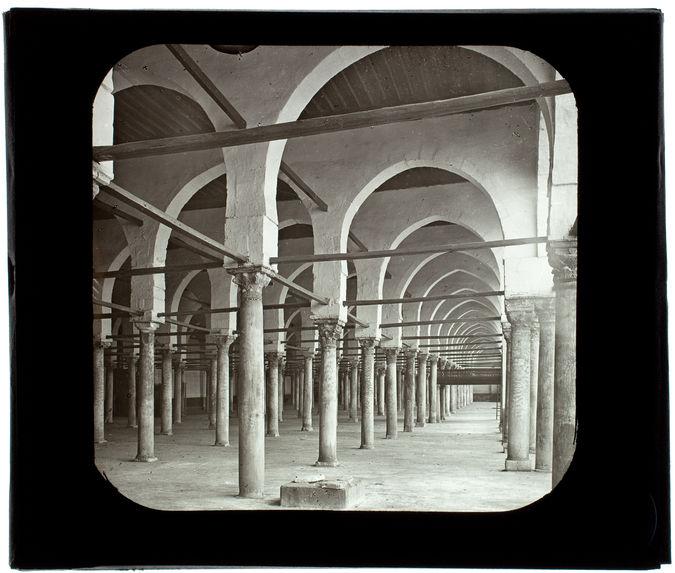 Le Caire. Mosquée d'Amrou. Intérieur