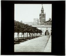 Séville: Cour des Orangers et Giralda