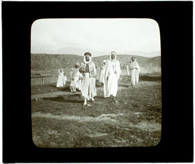 Kabylie. Un caïd suivi de ses serviteurs
