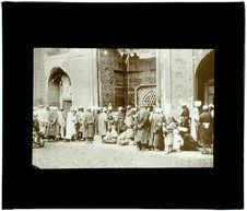 Devant la mosquée à Samarkande