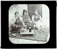 Tebessa. Femmes arabes chez elles