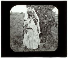 Thamugas. Femme des environs de Batna. Une Fellah