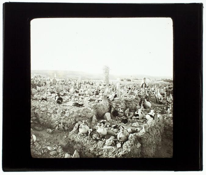 Ghardaia. Le cimetière. Pilier engorgement