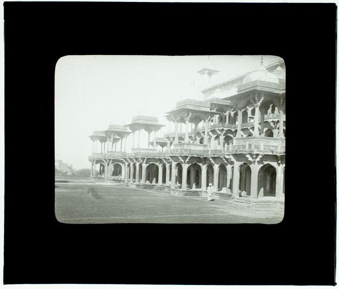 Agra. Mausolée d'Akbar sur la terrasse
