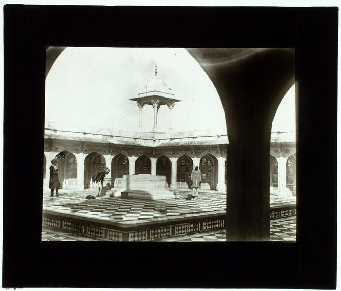 Agra : tombeau d'Akbar sur la terrasse supérieure du mausolée de Sikandara