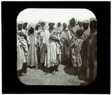 Souk-el-Arba. Le marché. Un groupe d'arabes