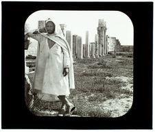 La basilique et un Arabe. Tebessa