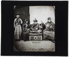 Sibérie. Lama, Chireta et Taïcha. [Portrait de groupe]