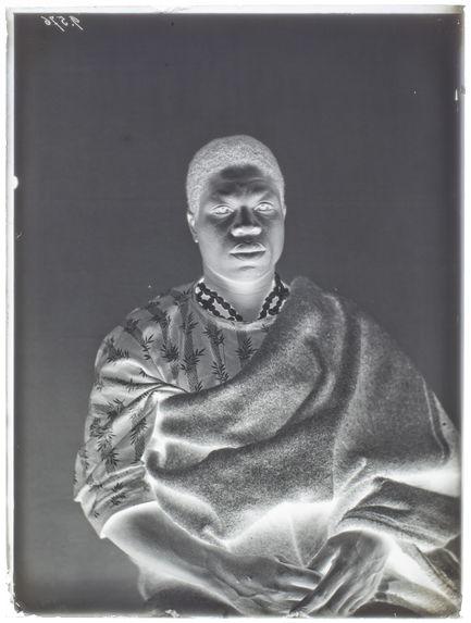 Vaco, Yoruba [Portrait de face, en buste, d'un homme]