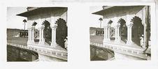 Sans titre [une terrasse avec colonnade]