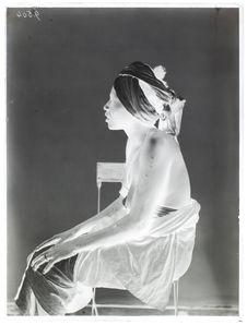 Dahoméenne [Portrait de profil d'une femme]