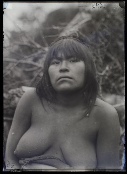 Chounakar Kipa, femme Fuégienne [portrait de femme]