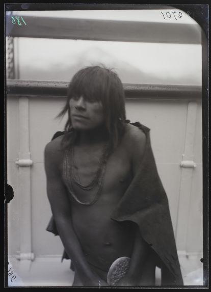 Fuégien de la Baie Ouftaténa [portrait d'homme]