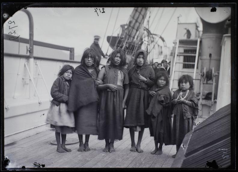Femmes fuégiennes, région Est du canal du Beagle, au voisinage d'Ushuaia