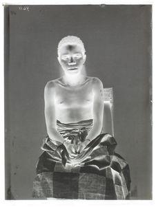 Dahoméen [Portrait de face, en buste, d'une femme]