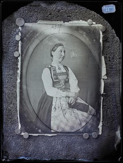 Paysanne de Berghen en costume national