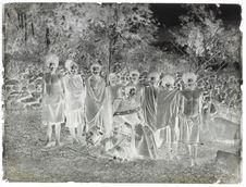 Don Lorenzo avec des hommes d'Adonara [Portrait collectif]