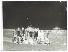 Groupe d'indigènes du Pareg [portrait de groupe]