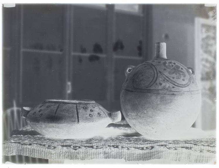 Deux vases de Cajamarquilla [Style Nievería]