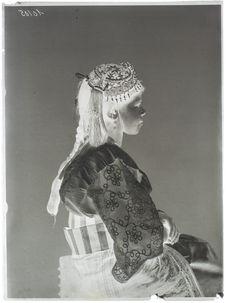 Algériens et Kabyles [portrait de femme]