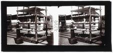Bien-Hoa : coprah placé sur des wagonnets pour être séché