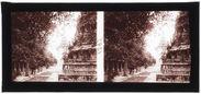 Phnom Penh : Dans la cour de la pagode d'argent
