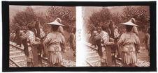 En gare de von Kon T'chai - Femmes Lolottes