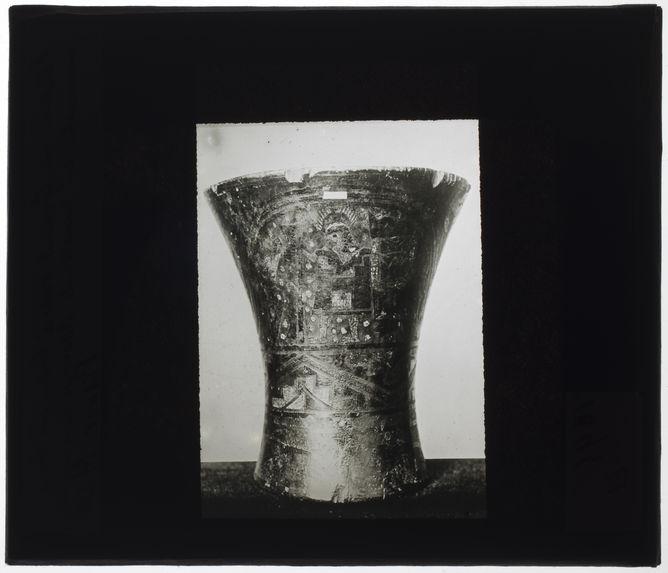 Grand vase à boire en bois incrusté