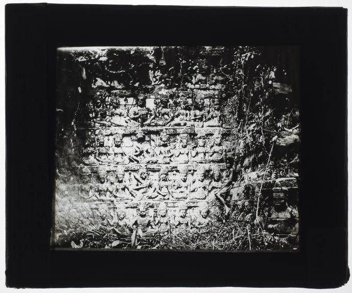 Bas-reliefs. Terrasses du roi Lépreux