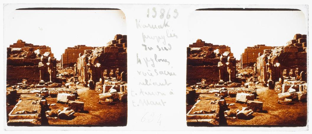 Karnak. Propylées du sud, quatre pylônes, voie sacrée reliant le temple d'Amon au temple de Mout