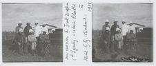 Aux environs de Fort Dauphin. Colonel Lyautey, à sa droite, Blondlot [?], debout...
