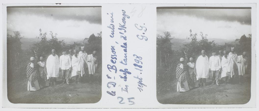 Le docteur Besson, entouré des chefs tanala d'Ikongo