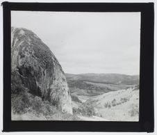 Sans titre [paysage montagneux et rocher]