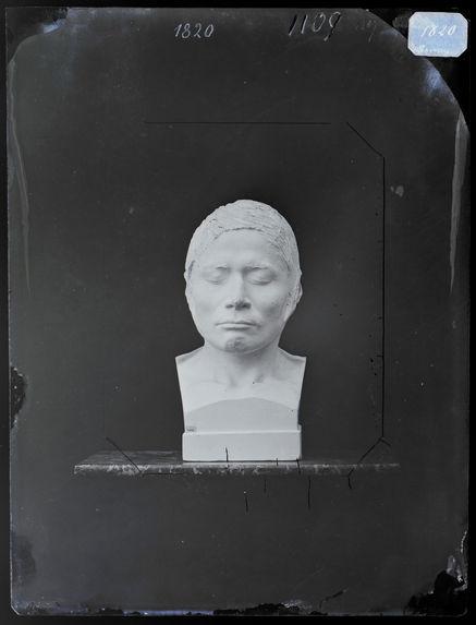 Buste : Say-Say-Gon. L'Orage de grèle.  Chef de guerre des Chippeways, 31 ans. Buste n°1107. Face