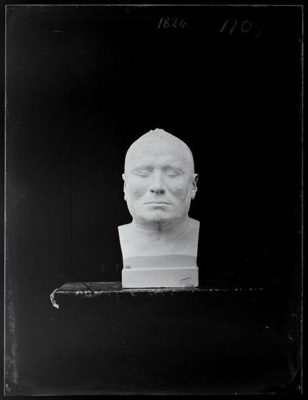 Buste : Wash-Ka-Mon-Yah. Le Grand Marcheur, guerrier Ioway. Coll Catlin n°511. Buste n°1109. Face