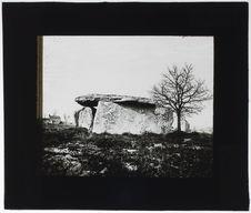 Dolmen, vo sin de la grande allée ouverte de Saumur