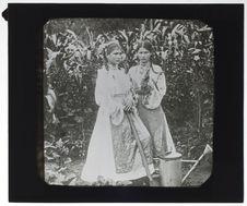 Roumaines [portrait de deux jeunes filles]